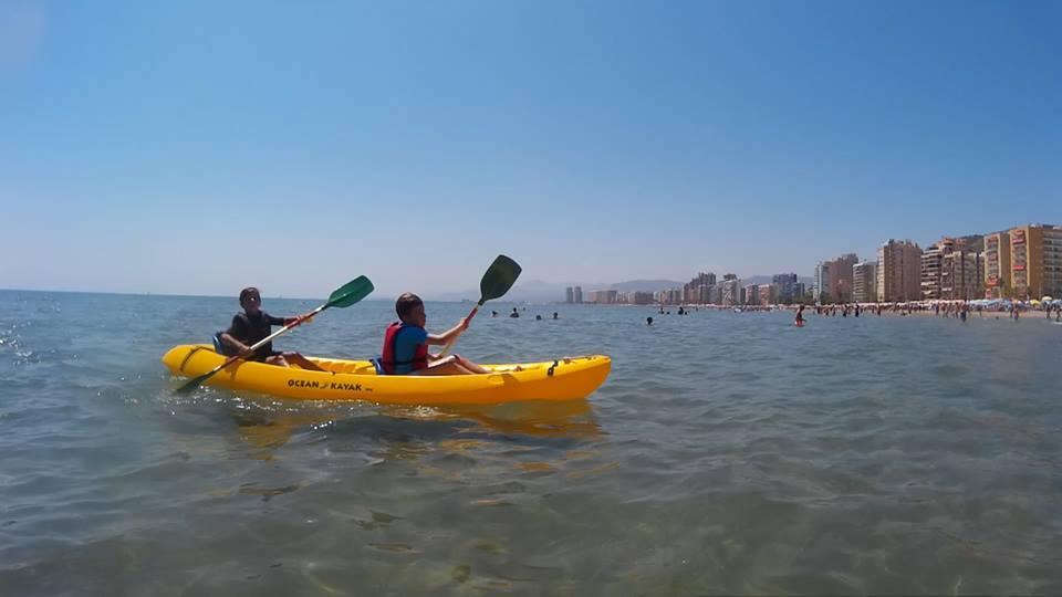 Kayak en SeaSurf Patrol windsurfing escuela en Cullera. Clic para ver las tarifas